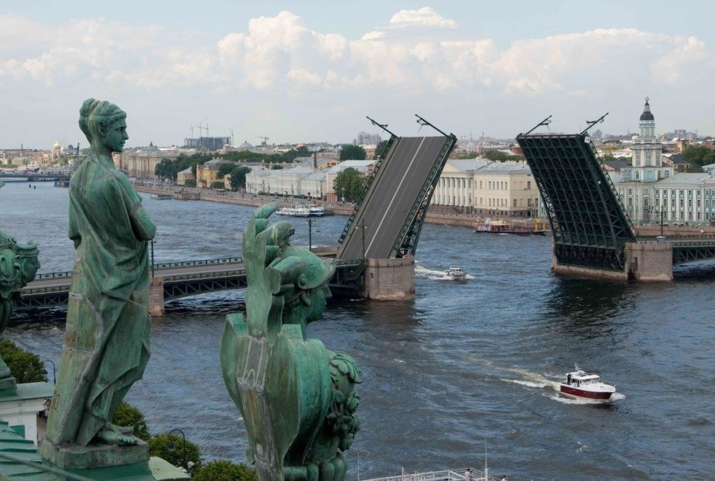 Развитие туризма в России: начать с малого?